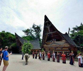 5H4M Medan Danau Toba Berastagi Tour