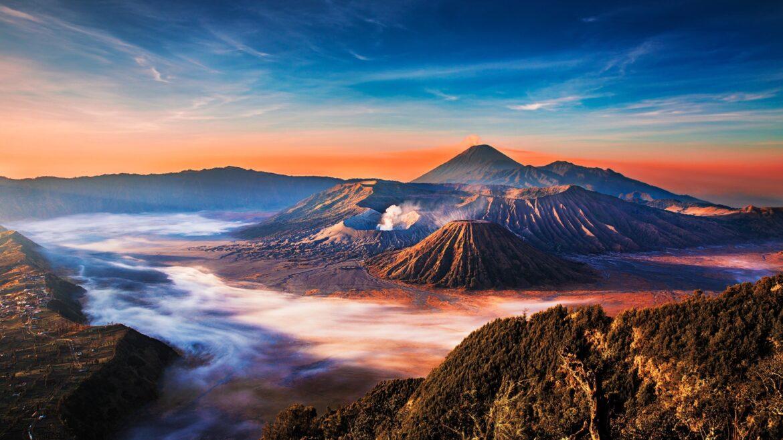 1H JELAJAH Jawa Timur Bromo Midnight Golden Sunrise