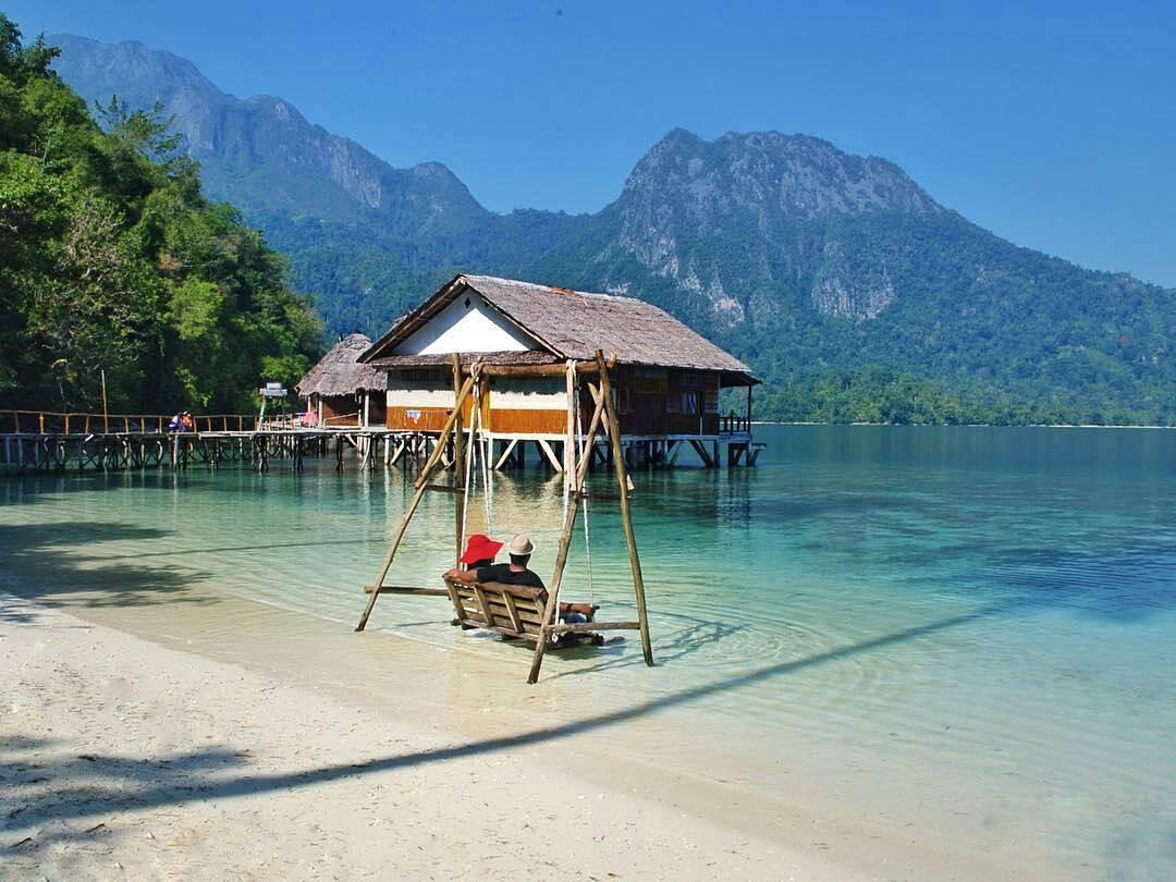 3H Jelajah Pantai Ora Maluku